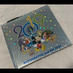 Disney Accessories - Disney autograph book